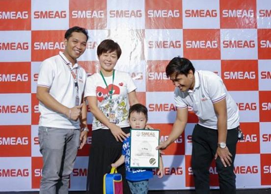 Выпускники семейной программы в школе SMEAG