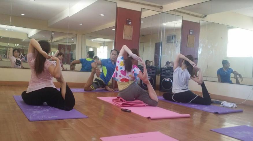 Йога-класс в школе CEA