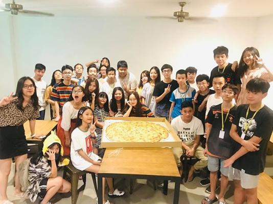 EV Academy, вечер пиццы для новоприбывших студентов